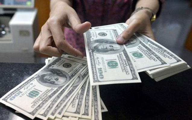 Azərbaycanda dollar bahalaşır