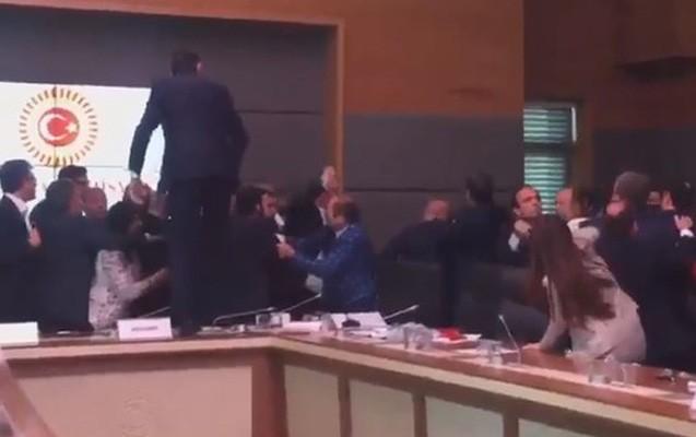 Deputatlar arasında dava - 5 yaralı