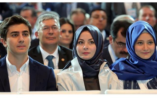 Davudoğlunun vida çıxışını uşaqları da izlədi - Fotolar