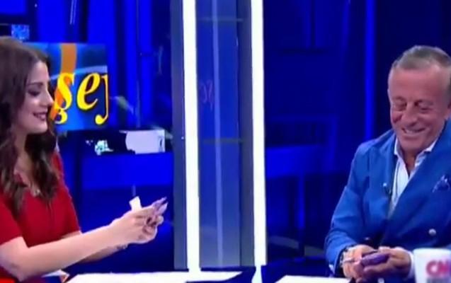 Canlı efirdə Ağaoğlunun pullarını sayan aparıcı qovuldu - Video