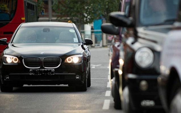"""Bakıda deputatı taksi sürücüsünə oxşatdılar: """"Yığışdır maşını"""""""