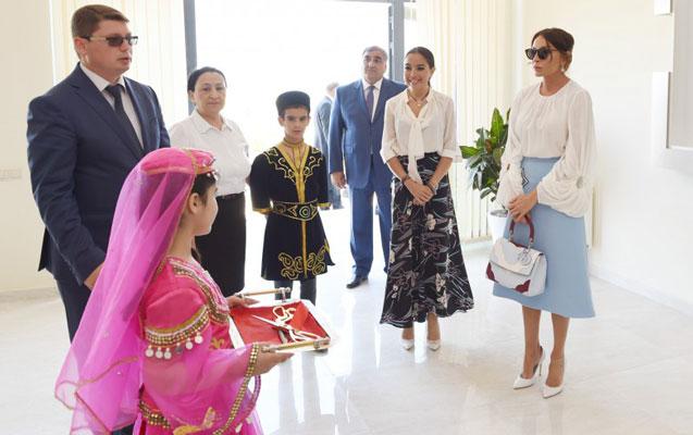 Mehriban Əliyeva qızı ilə açılışda - Fotolar