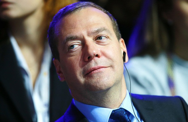 Medvedev yenidən partiya sədri oldu