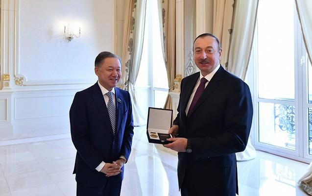 """""""İlham Əliyev medalla təltif olundu"""
