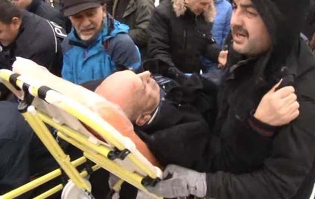 İstanbulda namaz vaxtı məsciddə tavan çöküb: Yaralılar var FOTO