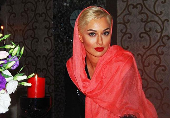 Hicabsız fotolarını paylaşdı  -  İrandan qovuldu