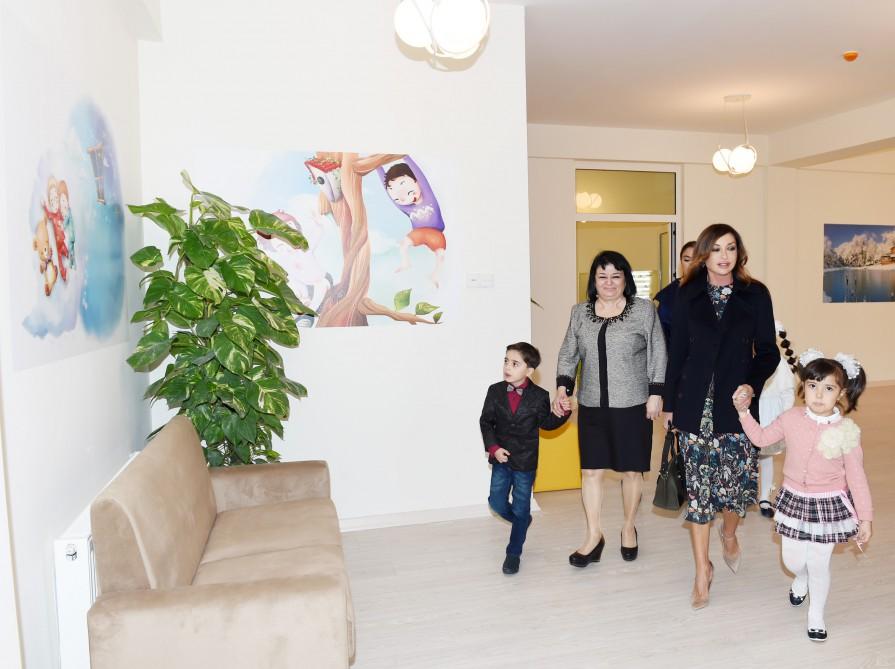 Birinci xanım qızı ilə körpələr evinin açılışında -  Fotolar