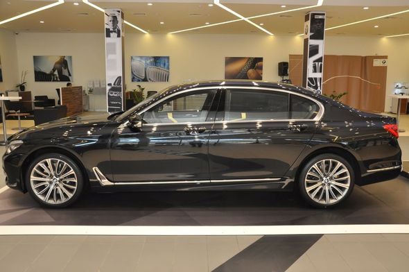 Füzuli Ələkbərov Bakıya yeni 7-seriya BMW gətirdi -  Fotolar