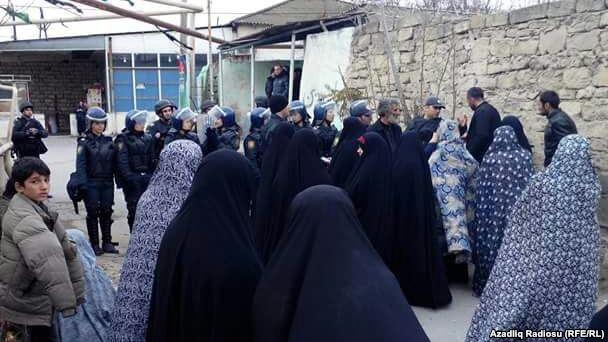 Nardarana qadın polislər də göndərilib - Foto