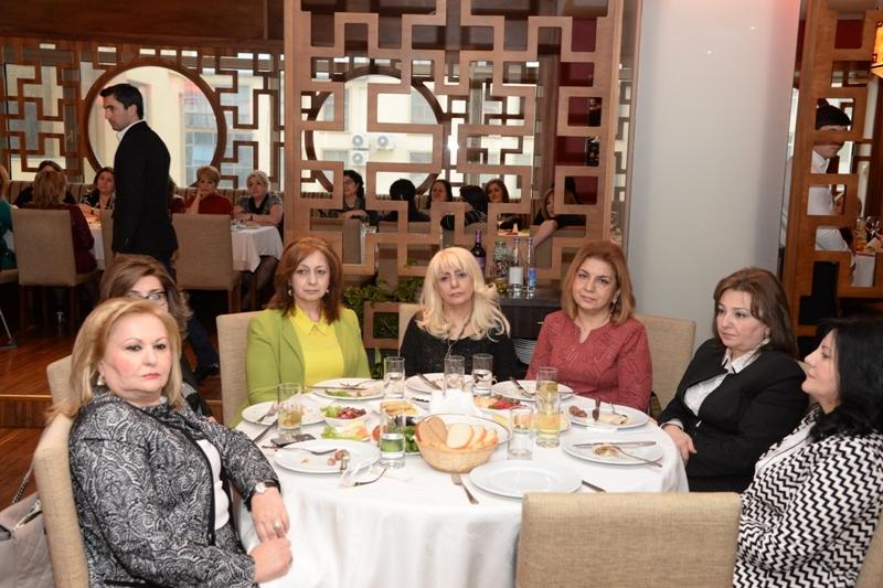 İcra başçısı qadınları təbrik etdi - Fotolar