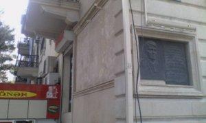 Mahmudovun atasının barelyefi də söküldü -   Fotolar