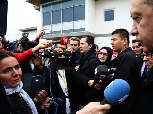 Azərbaycanlı jurnalistin şəhidlər üçün ağladığı an Ərdoğanın rəsmi saytında - Foto