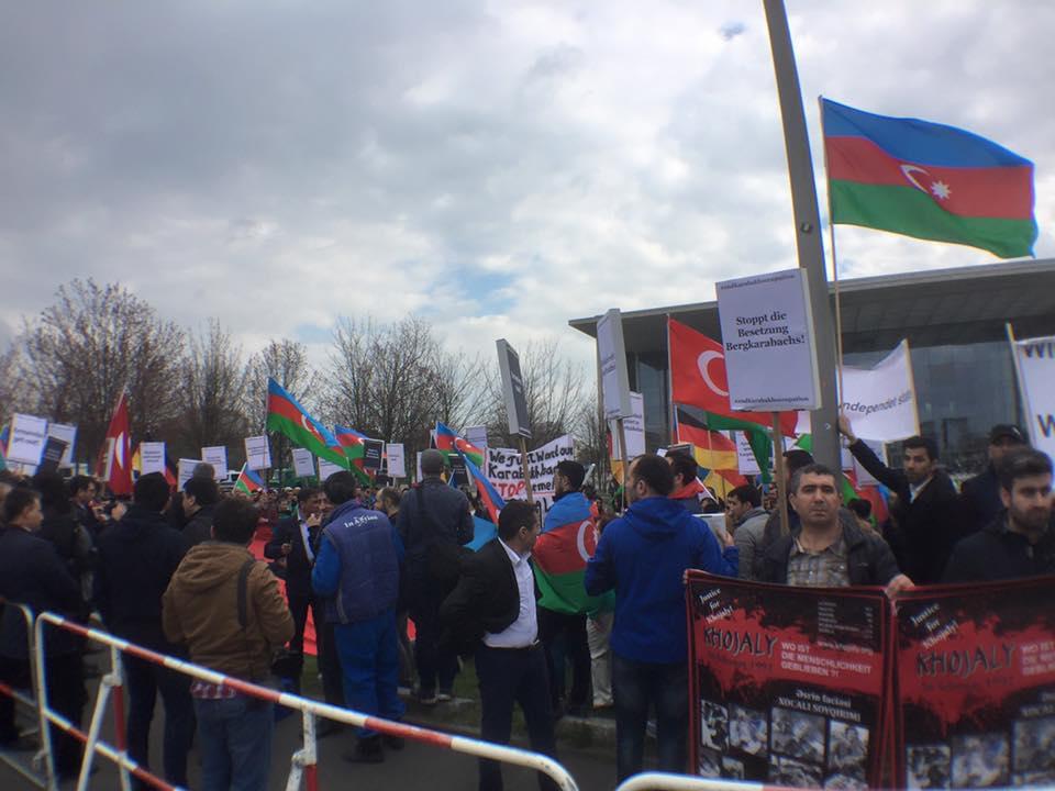 Sarkisyan Berlində etirazla qarşılandı  -  Azərbaycanlıların mitinqi +Foto+Video