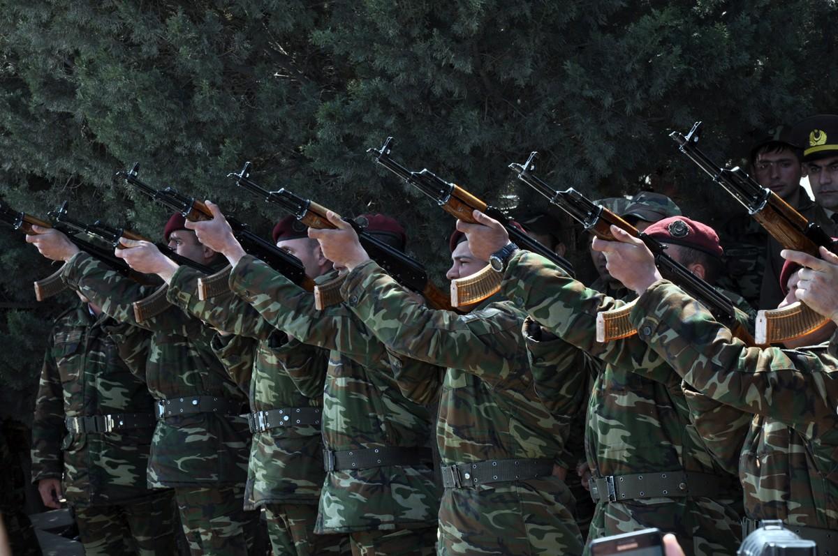 Sumqayıt daha bir şəhidini izdihamla yola saldı  -  Fotolar