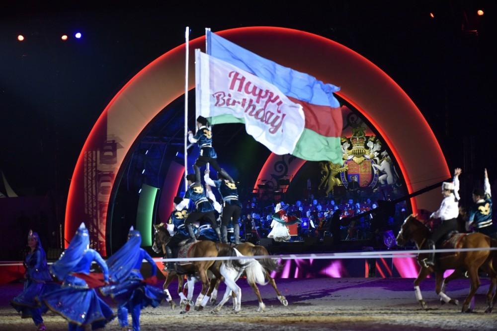 Kraliça Qarabağ atlarına tamaşa etdi - Fotolar