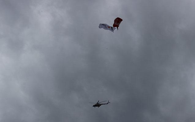 Bakıda paraşütlü şou  -  Fotolar