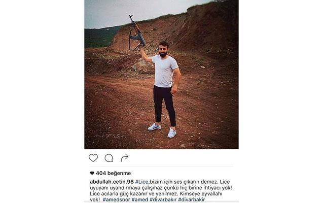 Türkiyəli futbolçudan şok foto - Terrorçulara dəstək oldu