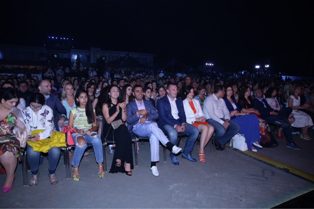 Leyla Əliyeva oğulları ilə konsertdə -  Fotolar