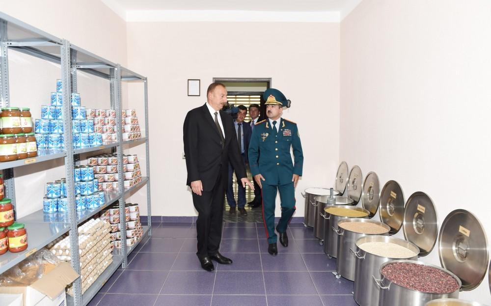General İlham Əliyevə raport verdi - Fotolar