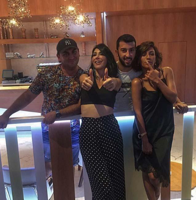 Hande Yener oğlu ilə Bakıda - Foto