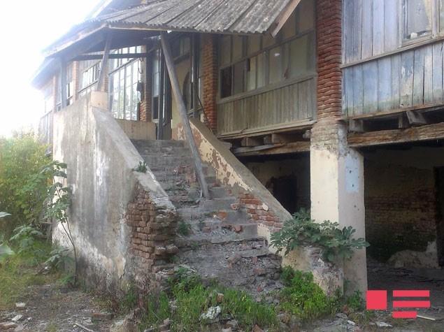 Lənkəranda bina çökdü -  Foto