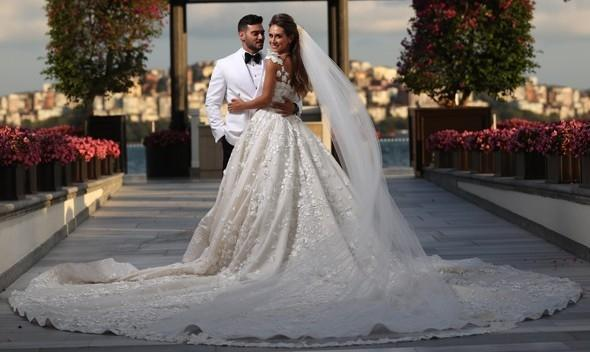 Azərbaycanlı məmurun qızı türkiyəli məşhurun toyunda  -  Fotolar