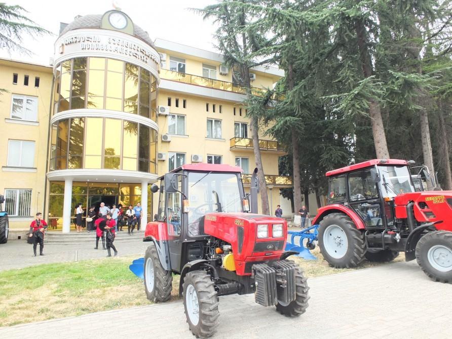 Prezident tapşırıq verdi  -  Gürcüstana traktorlar göndərildi