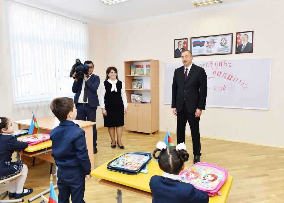 Prezident ilk dərs günündə məktəblilərlə bir arada -  Fotolar