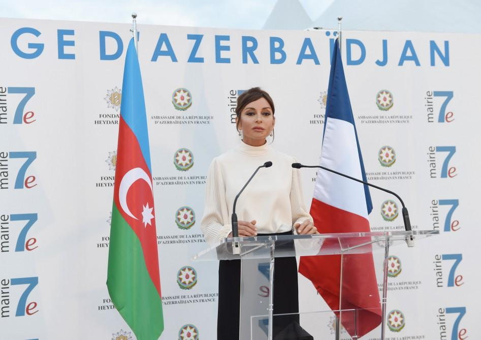 """Mehriban Əliyeva """"Azərbaycan şəhərciyi""""ndə  -  Fotolar"""
