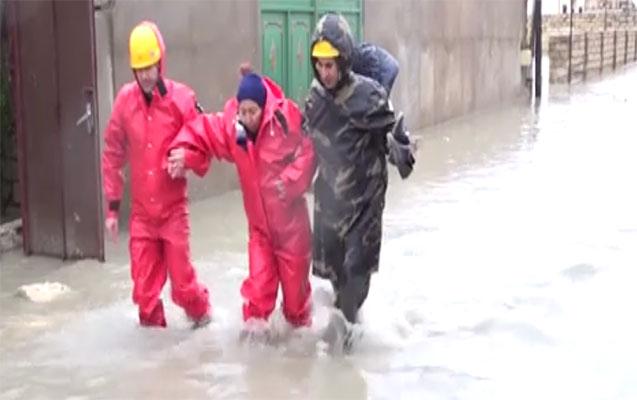 Bakıda evləri su basdı -  77 nəfər təxliyyə olundu +Fotolar