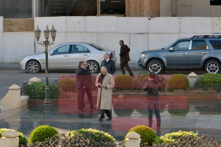 Erməni yazıçı Xocalı abidəsi qarşısında baş əydi -  Fotolar +Yenilənib