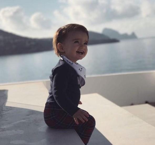 1 yaşı var, geyim tərzi ilə rekord qırır -  Fotolar