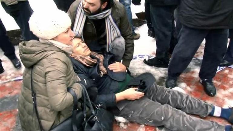 İstanbulda namaz vaxtı məsciddə tavan çöküb -  1 ölü, 40 yaralı+Video+ Yenilənib