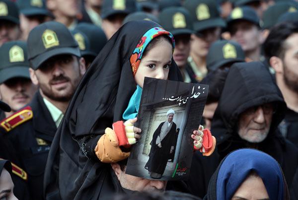 Rəfsəncaninin qızı onu belə yola saldı  -  İranda vida...+Fotolar