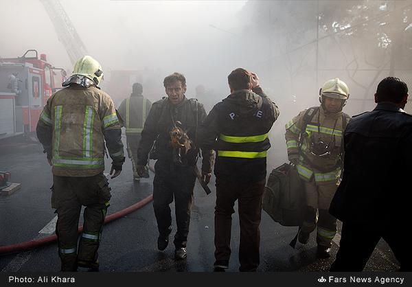 İrandan ürəkağrıdan fotolar -  Ölən həmkarları üçün ağladılar