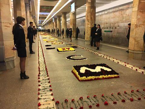 """""""20 Yanvar""""da qərənfillərdən ibarət kompozisiya  -  Foto"""
