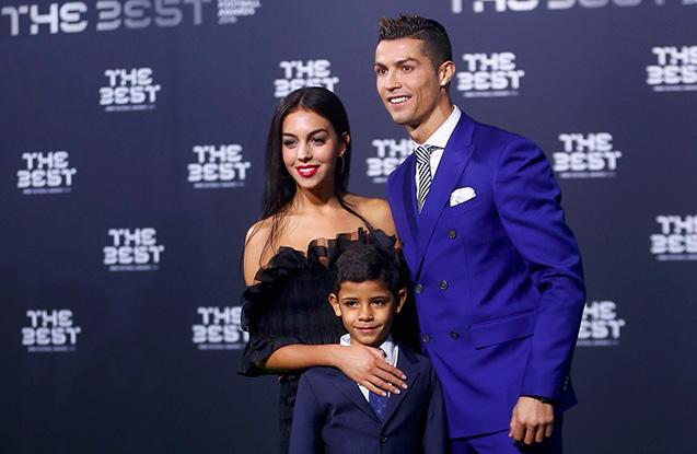 Ronaldo satıcı qızla evlənir  -  Fotolar