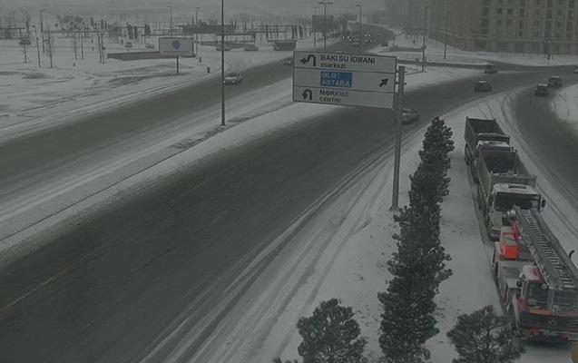 Bakıda yollar buz bağlayıb  -  Diqqət - Fotolar