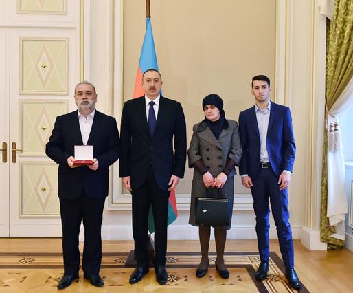 Prezident Çingiz Qurbanovun ailəsi ilə görüşdü -  Fotolar