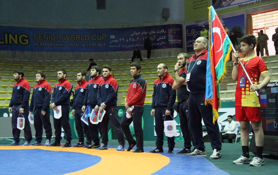 İranda Azərbaycan bayrağına hörmətsizlik - Fotolar