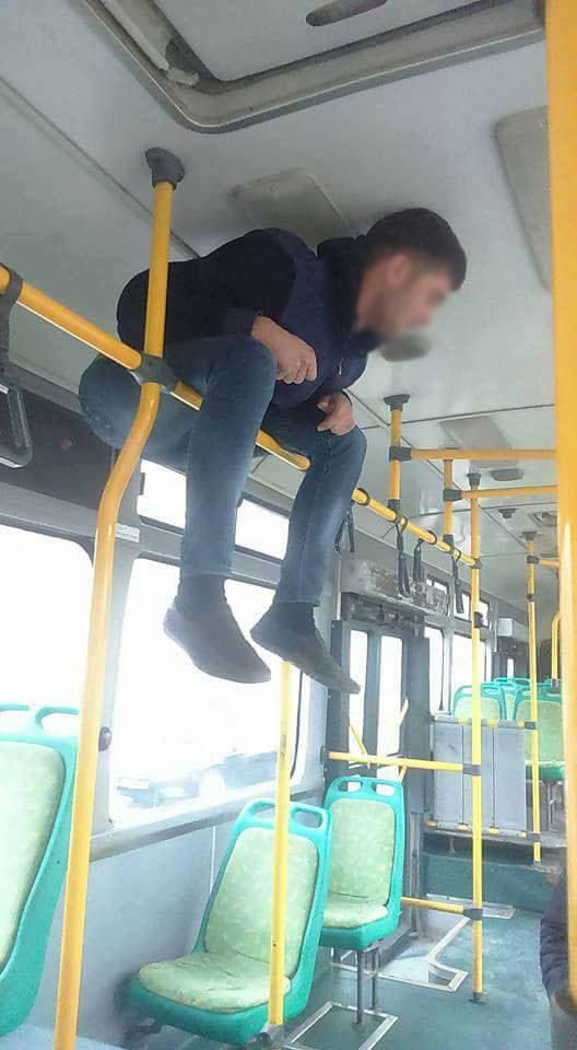 "Bakıda avtobusda ""turnik""ə çıxanlar   -  Foto"